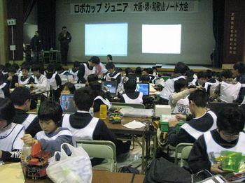 表彰式を待つ子供たち.jpg